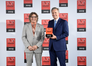 stephan-johne-preisübergabe-top-consulting-2019-fmea
